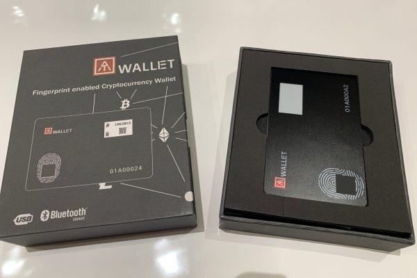 AT.Walletのパッケージを開封したところ